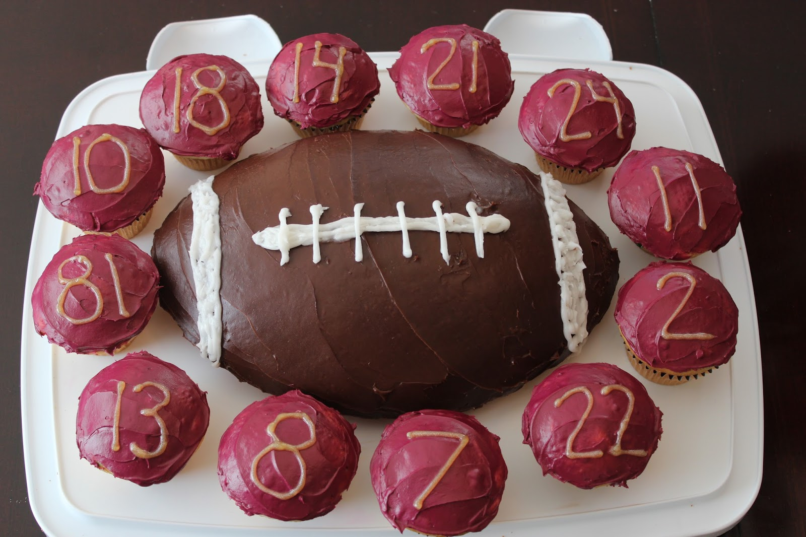 Football Kuchen Confessions Of A Sports Mama Football Cake Cupcakes