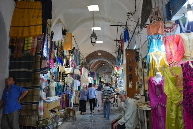 La Medina of Tunus -Yöresel Kıyafetler