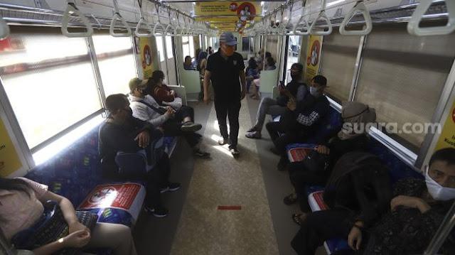 Petugas Kebersihan Jujur Kembalikan Duit Rp 500 Juta di Gerbong KRL Bogor