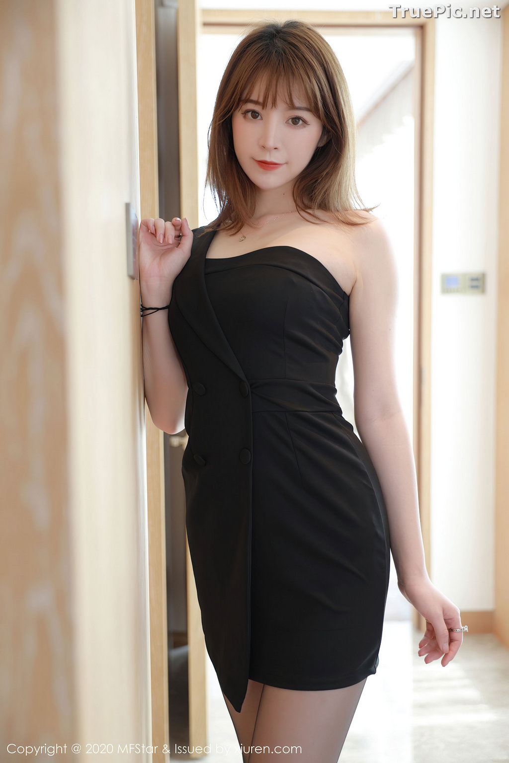 Image MFStar Vol.405 - Chinese Model - Yoo优优 - Hot Woman in Black - TruePic.net - Picture-2