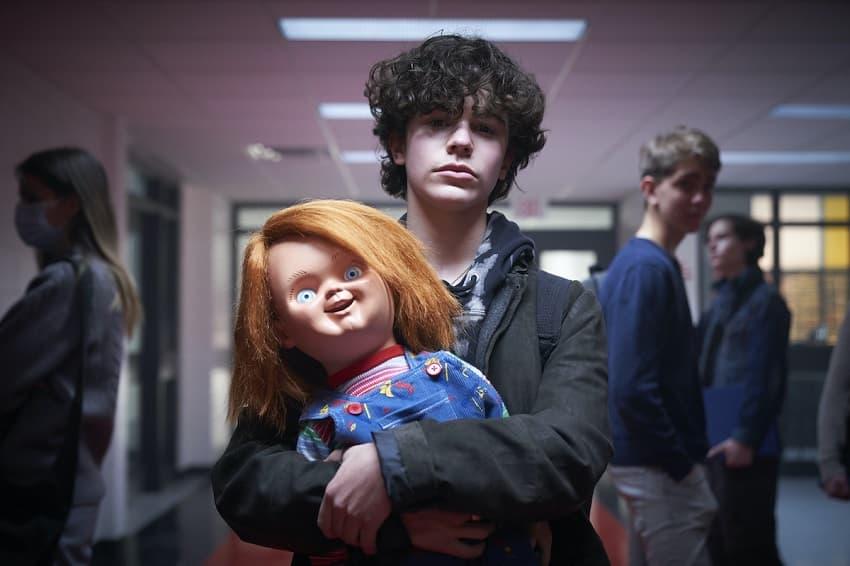 SYFY показал отрывок из хоррор-сериала «Чаки» про куклу-убийцу и его друзей
