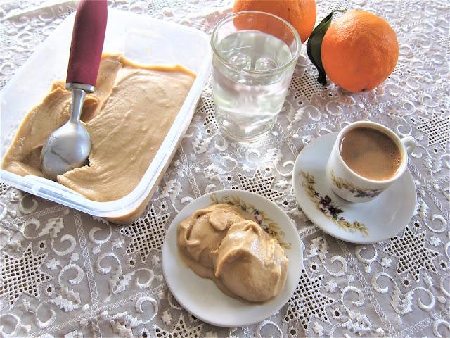 ελληνικός καφές παγωτό, γρανίτα με ελληνικό καφέ, σορμπέ με ελληνικό καφέ, παράξενο πιρούνι, paraxeno pirouni