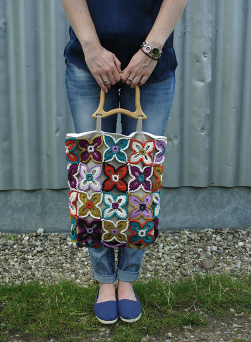 Free crochet pattern: Peacock Butterfly Bag | Happy in Red