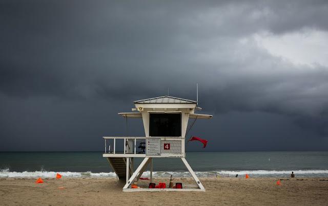 Під час урагану Доріан на Багамських островах під воду пішов аеропорт