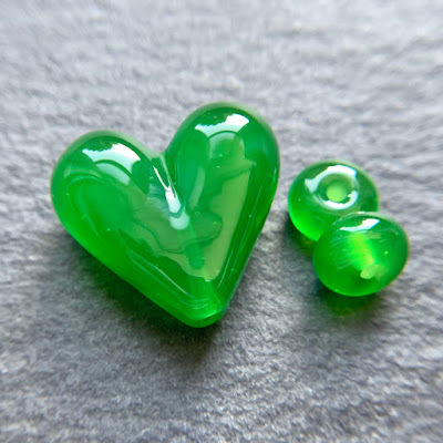 Handmade lampwork glass heart bead by Laura Sparling made with CiM Shamrock