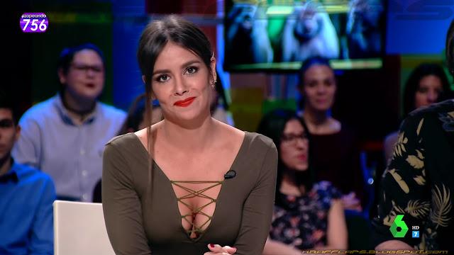 Cristina Pedroche, escote con tiras cruzadas