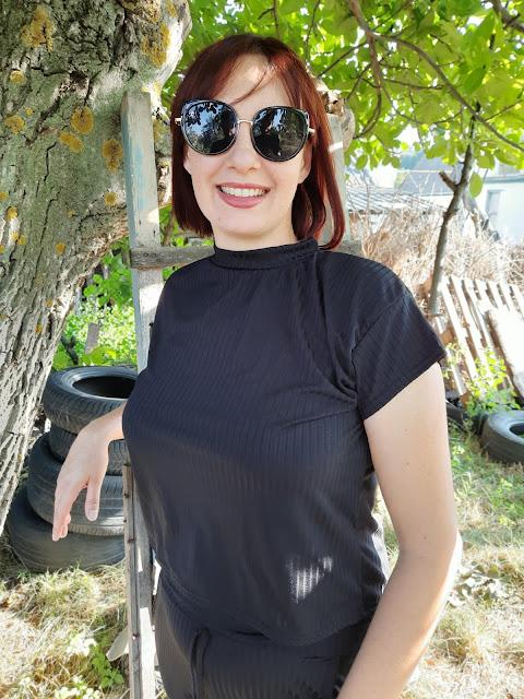 https://femmeluxefinery.co.uk/products/rib-two-piece-loungewear-set-aloranna