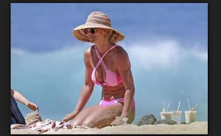 Britney Spears muestra abdominales