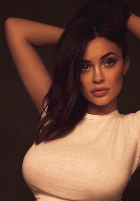 Kylie Jenner – Social Media Pictures and Wallpapers