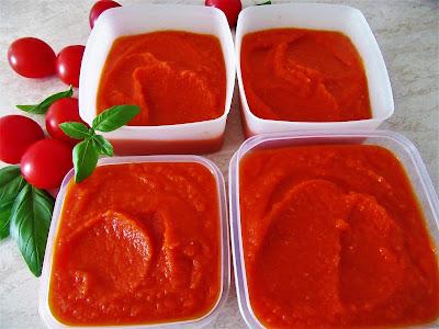 Umak od rajčica s bosiljkom / Tomato sauce with basil