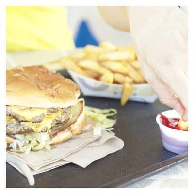 Estos Alimentos hacen que los estadounidenses sean Obesos