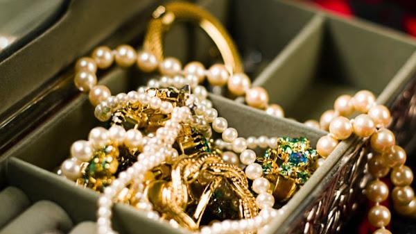 Λαμία: Χειροπέδες σε γνωστό κοσμηματοπώλη για κλεμμένα κοσμήματα