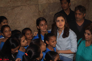 Alia Bhatt in Denim and jeans with NGO Kids 08.JPG