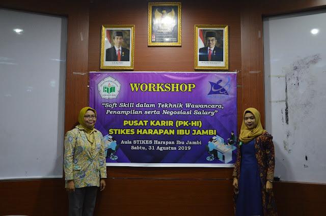 Workshop Persiapan Kerja Mahasiswa oleh stikes harapan ibu jambi