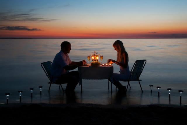 Açık Havada Romantik bir Akşam Yemeği