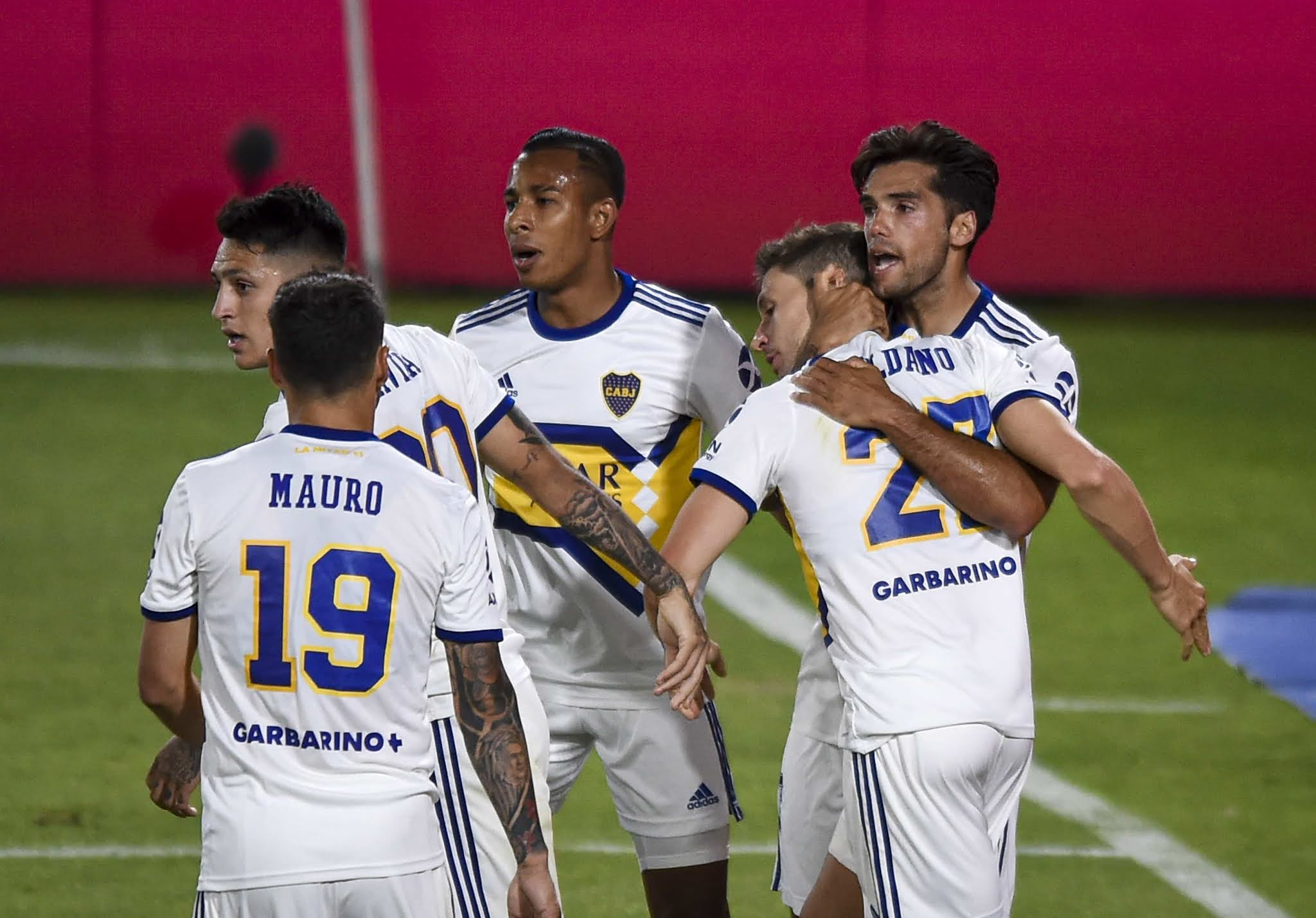 Boca arrancó perdiendo con suplentes y se lo dio vuelta a Independiente sobre el final