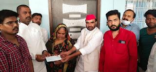 #JaunpurLive : मृतक परिवार को पाँच लाख की आर्थिक मदद