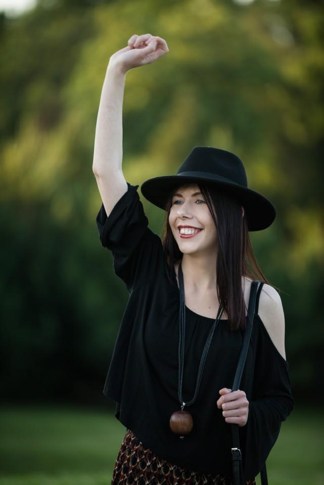 bluzka cold shoulder | stylizacja boho | kapelusz fedora | styl boho |  haremki | blog szafiarski | blog o modzie | Park Julianowski | bluzka bez ramion lato 2016