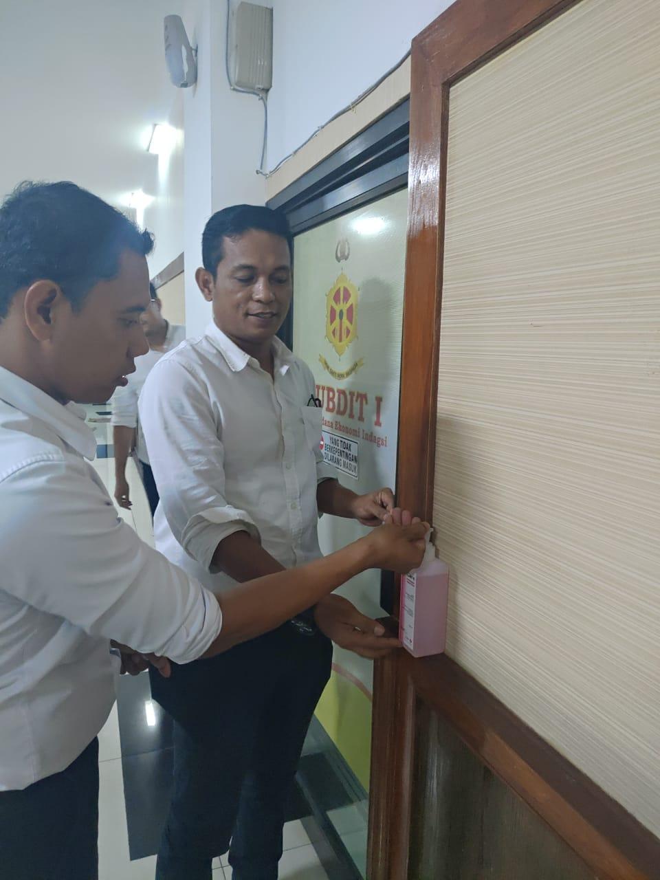 Ditreskrimsus Polda Jambi Siapkan Hand Sanitizer Pada Setiap Ruangan Kerja, Untuk Mencegah Penyebaran Virus Corona