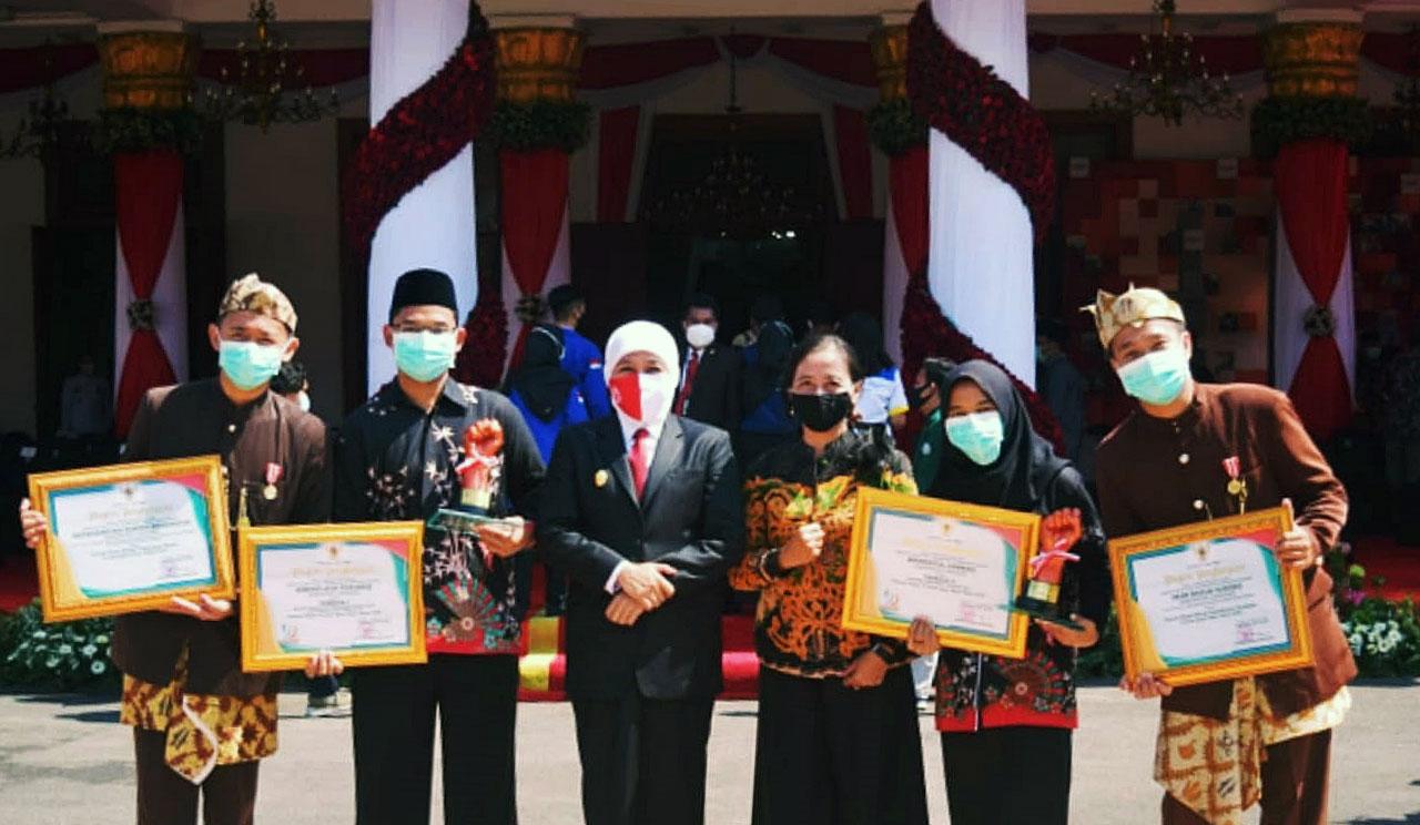 Empat Pemuda Lumajang Terima Penghargaan dari Gubernur