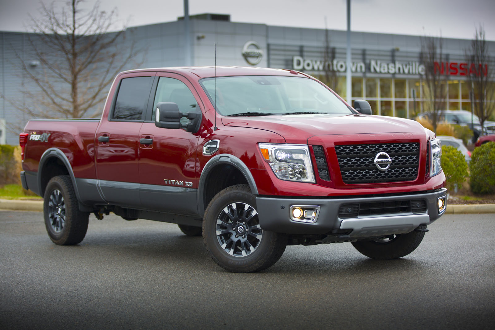nissan prices gasoline powered 2017 titan crew cab from 34 780. Black Bedroom Furniture Sets. Home Design Ideas