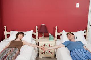 هل النوم في سرير منفصل يفيد الزوجين؟