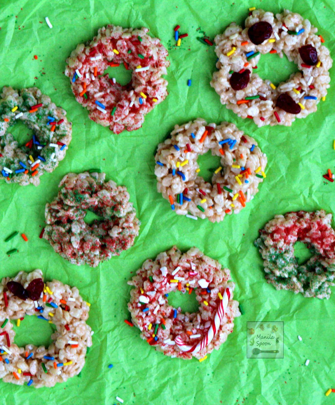 Have fun with your kids this Christmas by making these quick, easy and delicious NO BAKE Christmas Rice Krispie Wreaths. Decorate these festive wreaths with sprinkles, candy canes, fruits, etc....the possibilities are endless! | manilaspoon.com