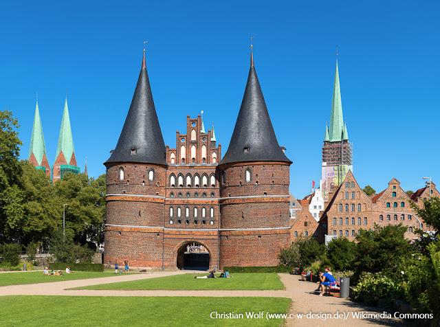 Holstentor, porta medieval em Lübeck, Alemanha
