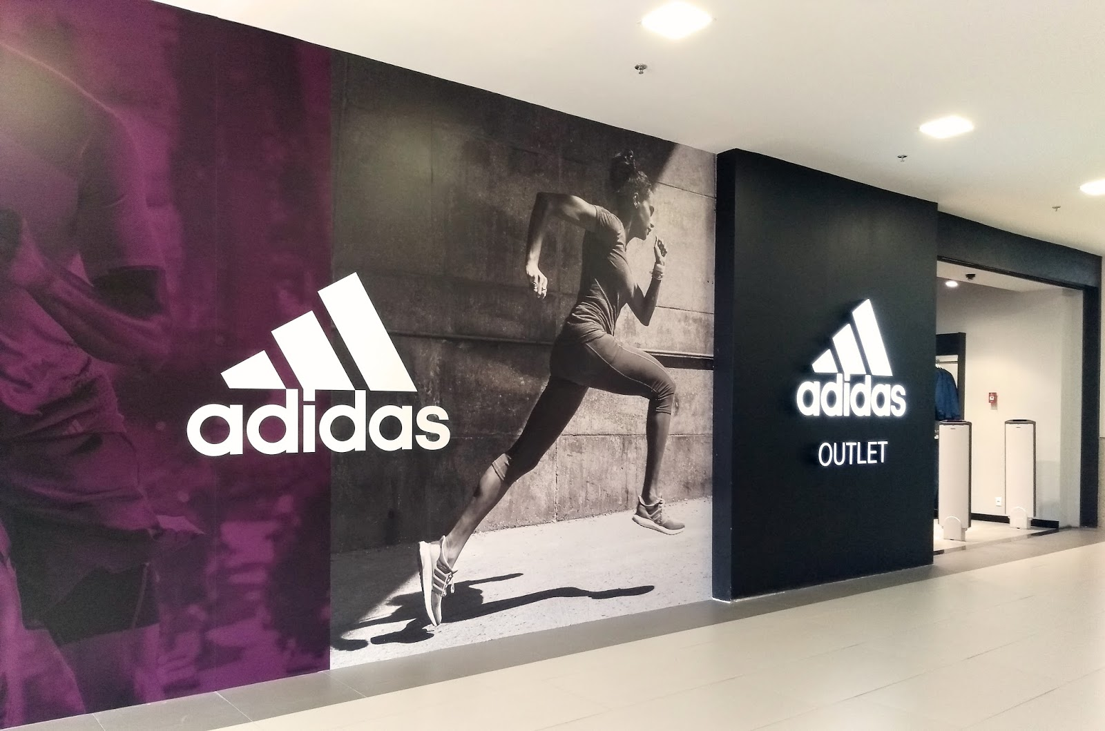 5b7d837b1686e A loja da adidas já está em funcionamento no local, oferecendo os  principais produtos da marca voltados a diversas modalidades, além da linha  Originals, ...