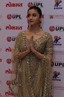 Ranbir Kapoor Alia Bhatt and others at Red Carpet Of 4th Edition Lokmat Maharashtrian Awards 2017 012.JPG