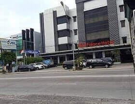 Riez Palace Hotel unik di Tegal