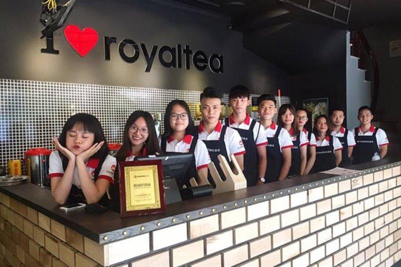 Bộ đông phục áo thun trắng phối đỏ và tạp dề đen trà sữa Royaltea