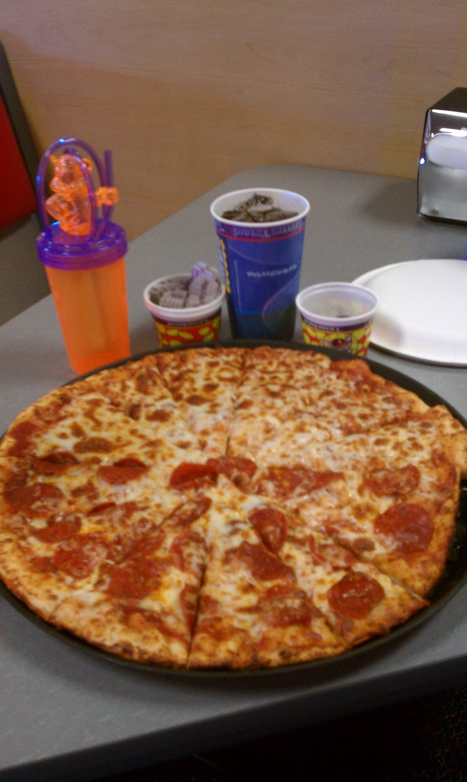In reality, this colorful concoction is a regular ol' cheese pizza. Actually, it's a white pizza. Here's the thing — the pizza wizards at Chuck E. Cheese's have arranged the cheese to look like the traditional tri-colored candy corn. Yep. This white pizza has garlic mozzarella cheese in .
