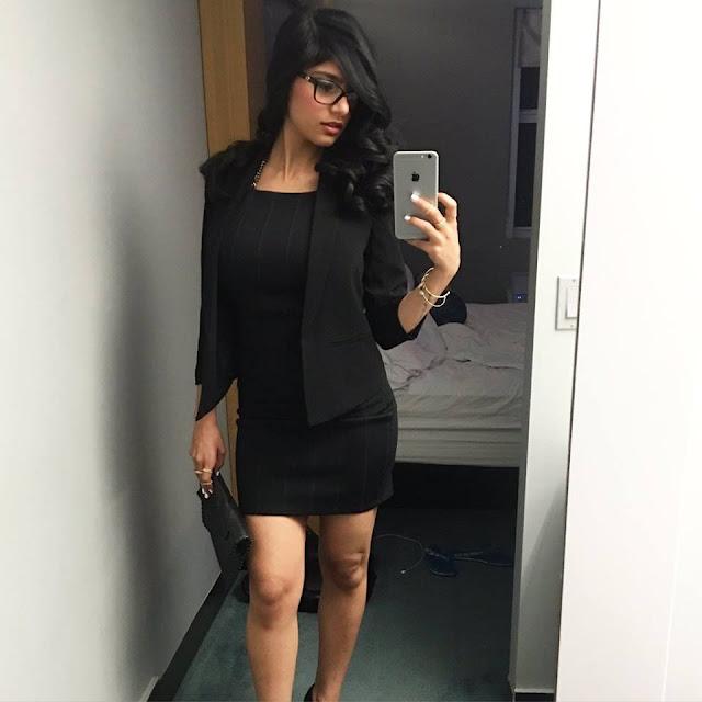 Mia Khalifa Hot In Black Wallpaper