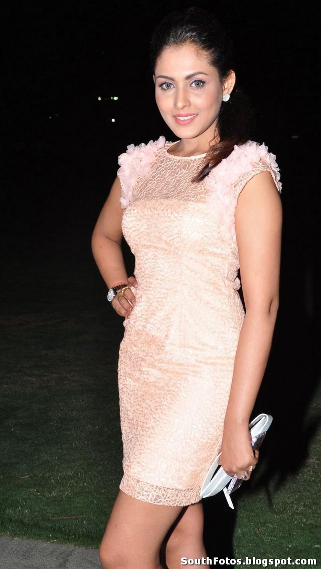 Madhu Shalini Sexy HD Pics