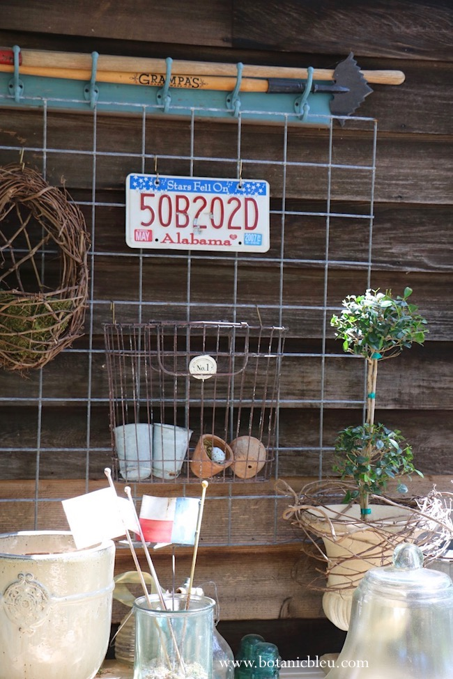 use metal flags and license plates for outdoor summer patriotic  porch ideas