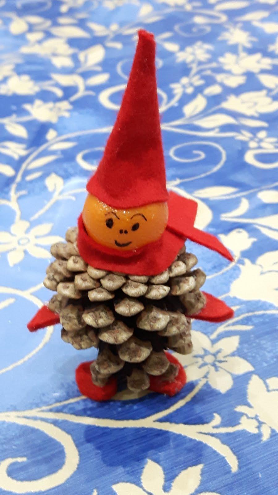 L 39 angolo di daggry segnaposto elfo con pigne e mandarini - Posto con molti specchi ...