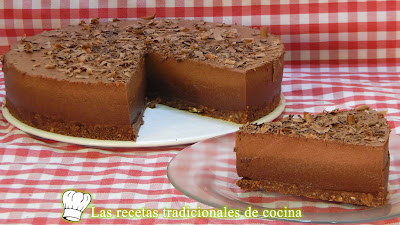 Tarta casera sin horno muy cremosa de chocolate negro