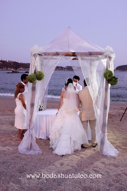 Boda en playa, Un ramo diferente para tu boda, Bodas Huatulco, Beach Wedding.