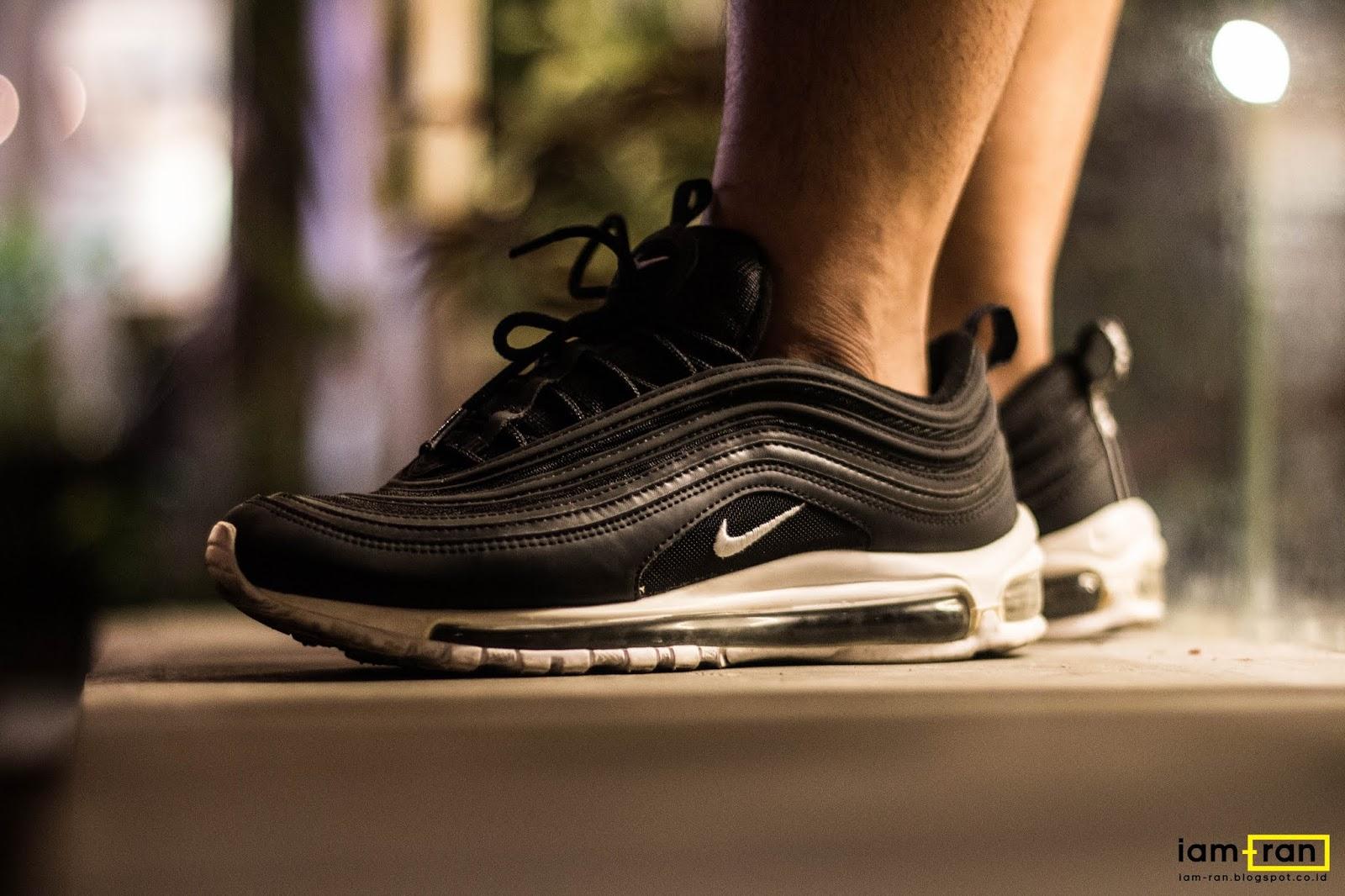 air max 97 all black on feet