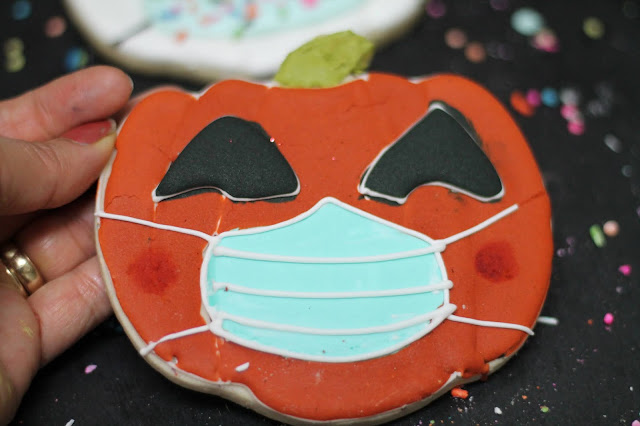 pumpkin with mask decorated cookies @www.thecookiecouture.com