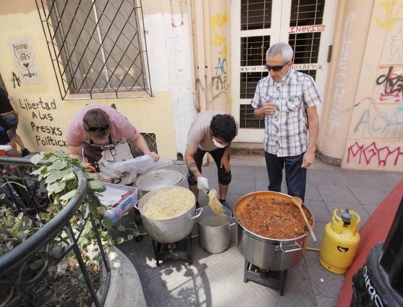 Hombres se cuadraron con la marcha y cocinaron un estofado