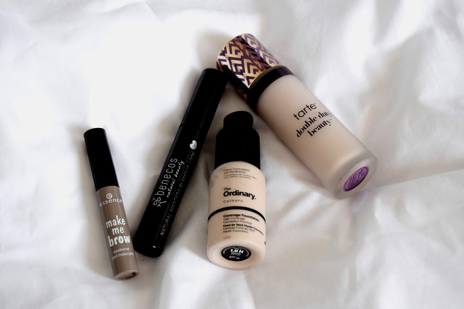 the green frog produits que je regrette d'avoir acheté déceptions makeup fond de teint the ordinary haute couverance fond de teint shape tape matte tarte essence mascara à sourcils make me brow mascara natural glamour look benecos