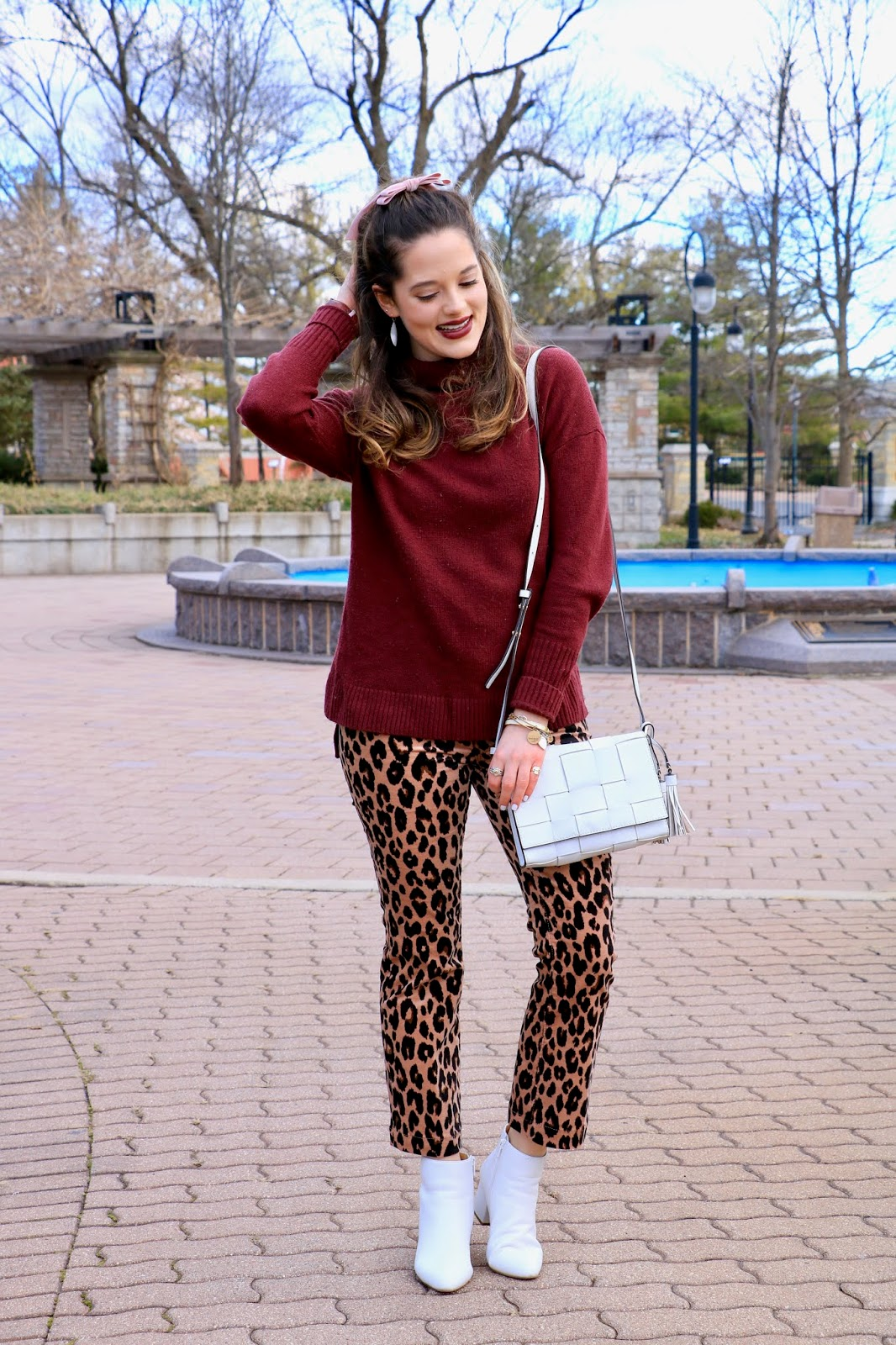 Nyc fashion blogger Kathleen Harper's leopard pants outfit ideas