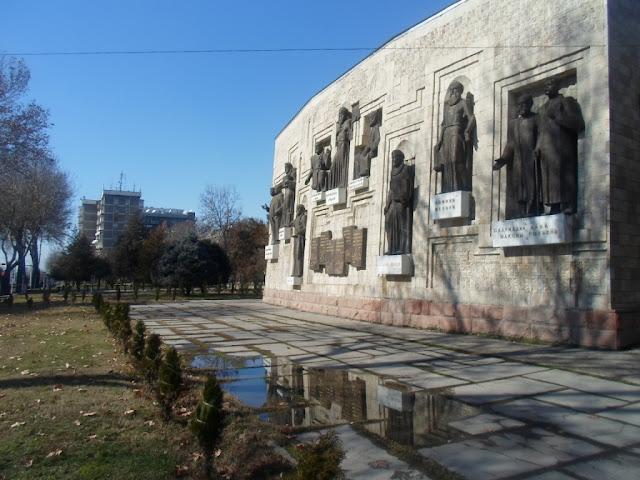 Дом писателей. Фото города Душанбе 60-ых годов и фото тех же мест в 2015 году.