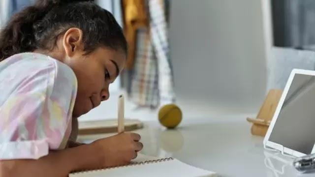 इ-लर्निंग पारम्परिक शिक्षण से बेहतर कैसे है -  (E-Learning Better Than Traditional Learning)
