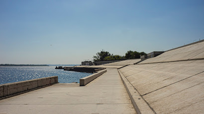 Волгоград набережная бетон лето жара