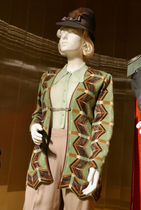 Jojo Rabbit Frau Rosie Betzler costume