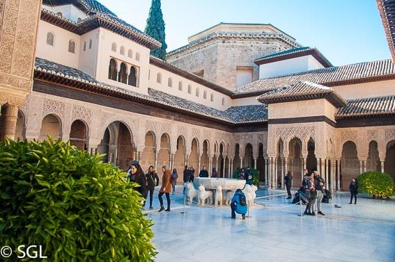 El patio de los leones. La alhambra de Granada. Los imprescindibles de Granada