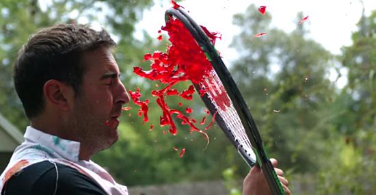 Esmagar gelatina com uma raquete de tênis pode ser fantástico